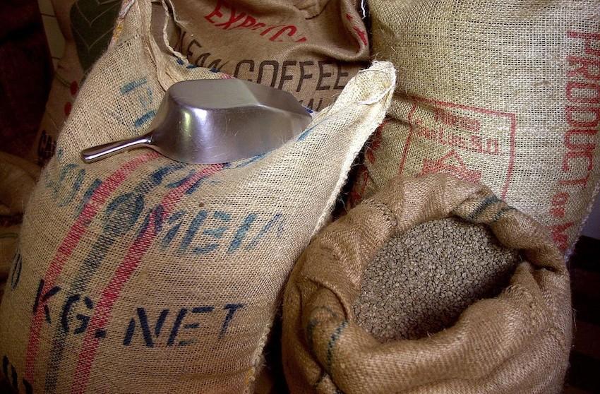 gefüllte Kaffeesäcke