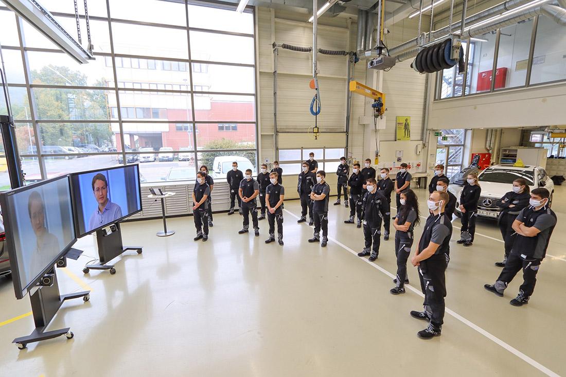 Digitales 'Willkommen': Daimler Vorstände begrüßen mehr als 1.800 junge Menschen per Live-Webcast zum Ausbildungsstartnull